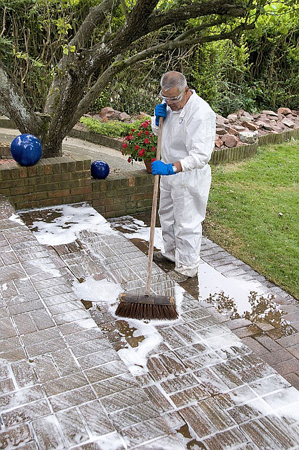 Driveway patio paving cleaning products used by cr services for Driveway cleaning chemicals